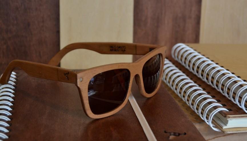 Diseño ecológico: ropa y accesorios con madera, cuero y materiales ...